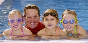otroci_plavanje